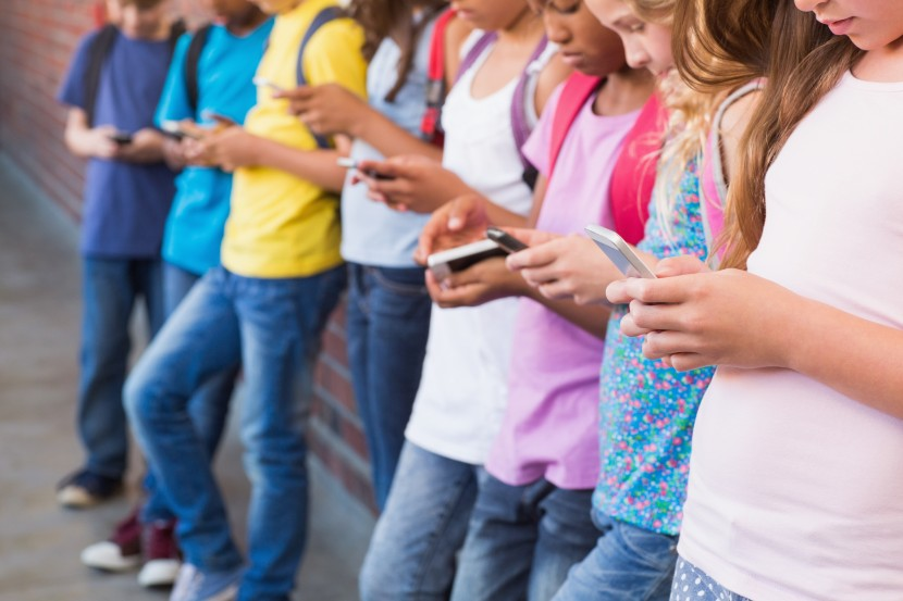 Should Kids Be Allowed to Have Phones at School?