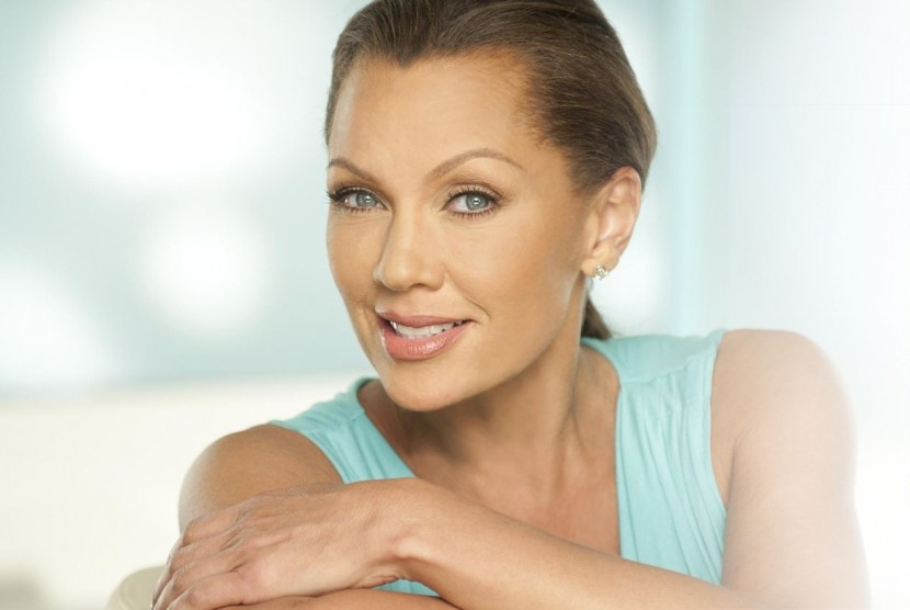 Clear Eyes Launches 'My Shining Moment' with Vanessa Williams