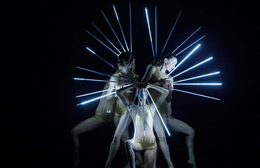 Experience the Magic of MOMIX at The Joyce Theater in NYC This summer